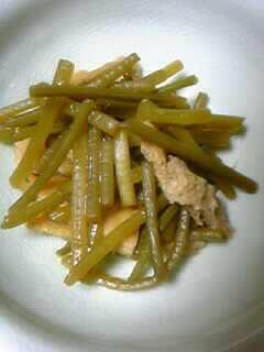 サツマイモの茎の炒め煮